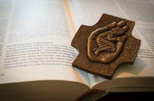 Oraciones de Protección Contra Enemigos (Personal y Familiar)